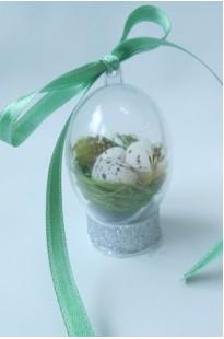 Гнездо с яичками в яйце