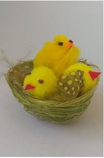 Цыплята в зеленом гнезде